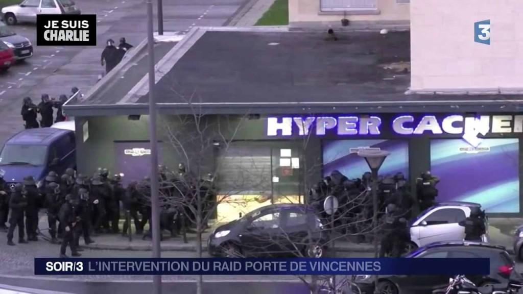 Polizeihaufen vor Hyper Cacher